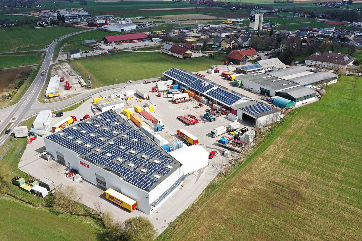 Solarfläche Strauss Firmengebäude